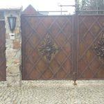 piękna metalowa brama
