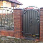 metalowa brama wejściowa