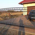 duża brama wjazdowa