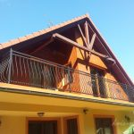 balustrada długiego balkonu