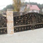 bogaty wzór na bramie