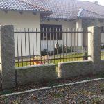 ogrodzenie ze słupkami