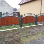 ogrodzenie na murku z panelami